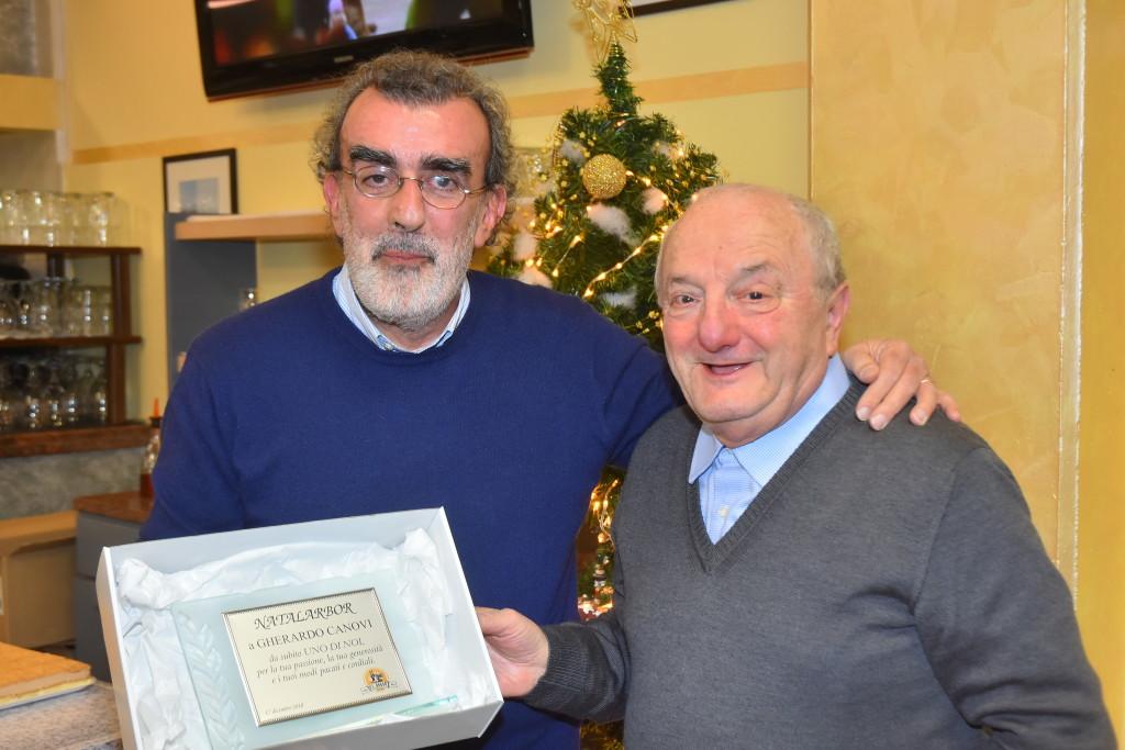 Ermes Simonazzi consegna il premio Arbor a Gherardo Canovi