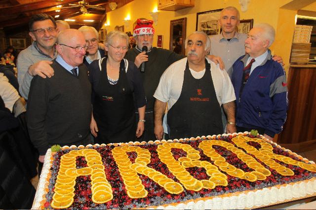 Torta, dirigenti e titolari Piccolo Paradiso 2010 copia